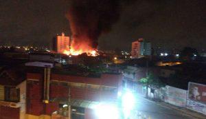 856484c2-9e66-4e85-91b4-bc6ab00f4fa3-850x491-300x173 Bandidos agem na madrugada e explosões de caixas eletrônicos causam incêndio em Supermercado de Campina Grande