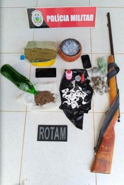 Em Monteiro: Homem é preso com espingarda, 1 kg de maconha e sementes 1
