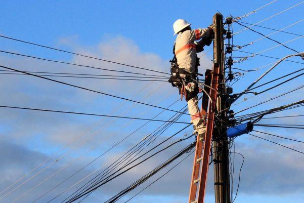eletricista_da_energisa_walla_santos Posicionamento Energisa - ressarcimento clientes de Monteiro