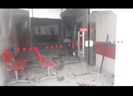 Bandidos explodem agência bancária no Cariri 1