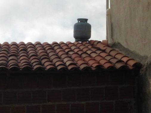 bujão-507x380 Bandidos furtam bebidas em Bar e deixam Botijão de Gás no telhado na Fuga