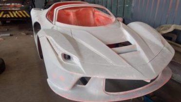 empresario-flagrado-produzindo-replicas-de-esportivos-super-luxo-1550173658105_v2_750x421-520x292 Fábrica de Ferraris e Lamborginis falsas é descoberta pela polícia