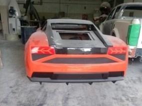 empresario-flagrado-produzindo-replicas-de-esportivos-super-luxo-1550176009344_v2_300x225 Fábrica de Ferraris e Lamborginis falsas é descoberta pela polícia