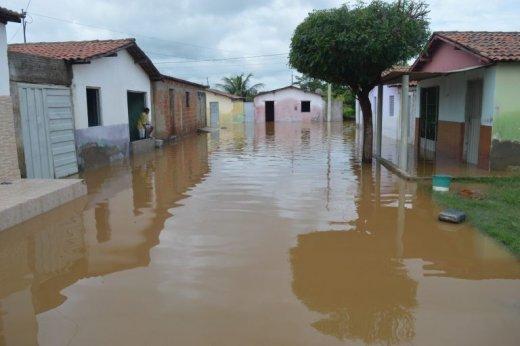 Catingueira-768x511-520x346 Açude estoura e água volta a invadir casas em cidade da PB