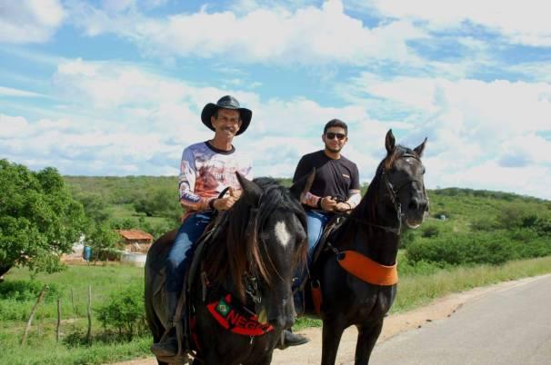 fotos-da-13ª-cavalgada-da-integracao-do-cariri-em-monteiro-9 FOTOS: 13ª Cavalgada da Integração do Cariri reúne centenas de cavaleiros em Monteiro.