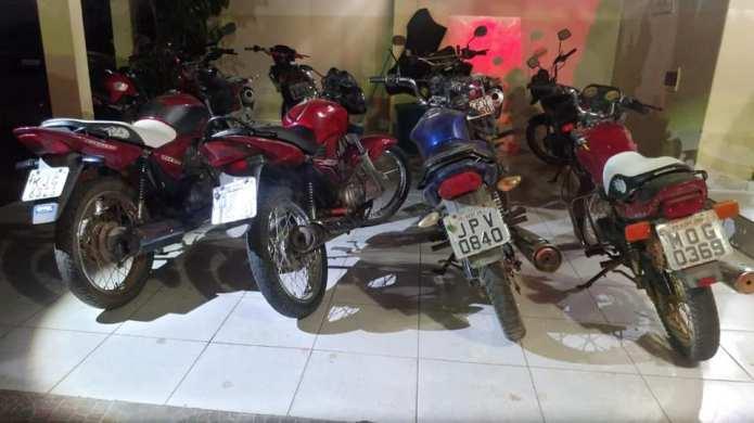 Polícia Militar recupera quatro motocicletas tomadas por assalto e prende autor de assaltos na zona rural de Monteiro 1