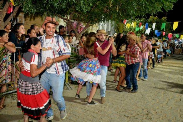 003-585x390 Festival de Quadrilhas anima ruas de Monteiro e entra para o seu 5° dia