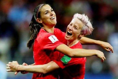 EUA-FUTEBOL-585x390 Futebol feminino: EUA goleiam Tailândia por 13 a 0 na Copa do Mundo