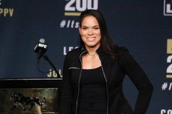 amanda_leoa-585x390 Monteirense Amanda Leoa Lutadora do UFC posta foto nua com bumbum sendo maquiado