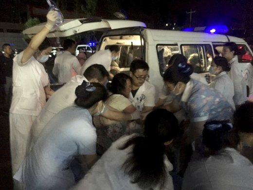 ap19169009807808-520x390 Terremotos na China deixam 11 mortos e dezenas de feridos