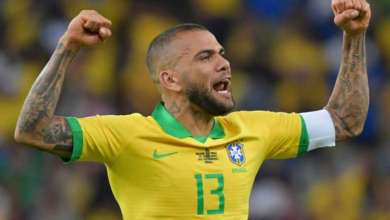 """Daniel Alves se """"oferece"""" ao Fla: """"Qualquer coisa, me liga"""" 1"""