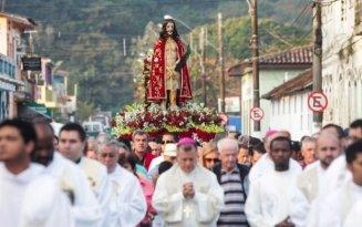 religiao-bom_jesus_de_iguape_luis_cleber_estadao_conteudo-623x390 Romeiro morre durante caminhada para cumprir promessa