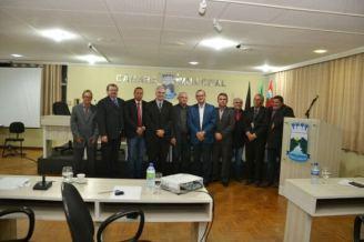 camara-586x390 Pastor Abel Nunes agradece título de cidadão em visita à Câmara Municipal .