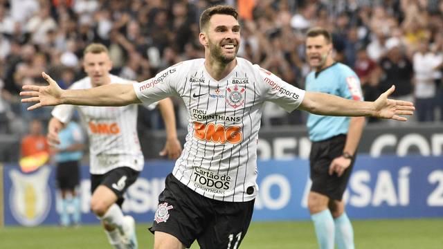 rib9924_xtl3pmb Corinthians vence o Botafogo em Itaquera e cola no G-4 do Brasileirão