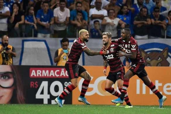Flamengo vence Cruzeiro fora e bate recorde de vitórias 1