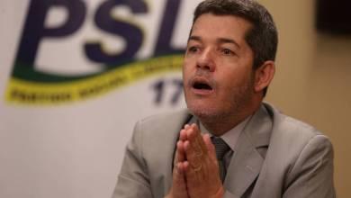 Em nova reviravolta, Delegado Waldir entrega cargo e Eduardo Bolsonaro vira líder do PSL 25