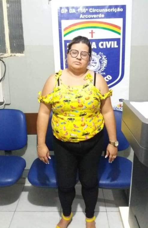 Polícia civil prende estelionatária que recebia dinheiro para contratar operários para empresa do ramal do agreste em Sertânia 1