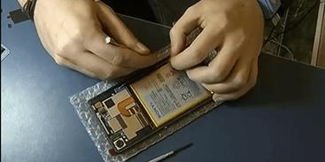 Nobel de Química é de 3 cientistas que criaram bateria para celular 19