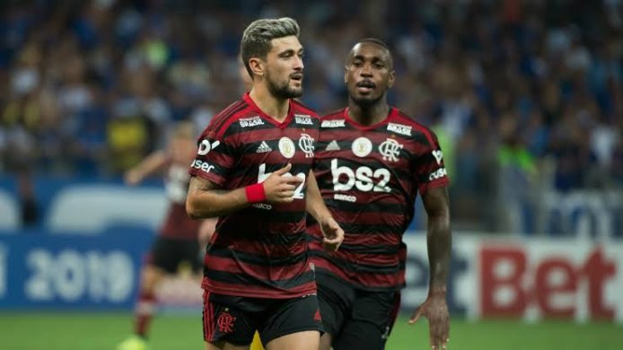 images-1-694x390 Flamengo usa força máxima, bate o CSA e mantém vantagem para o Palmeiras.