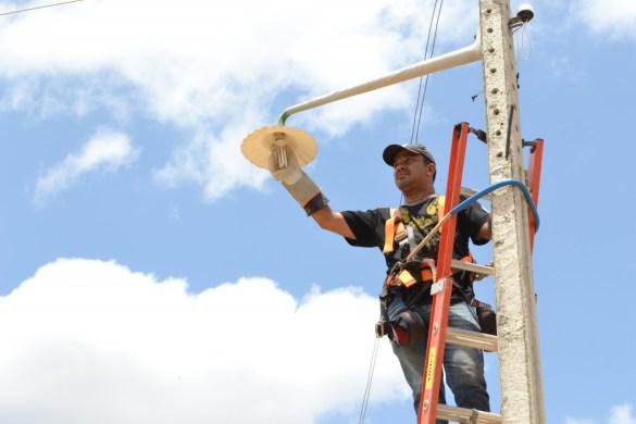 """img_201910281144tX5l-585x390 Programa """"Mais Luz no Campo"""" beneficia mais 32 famílias na zona rural de Monteiro"""