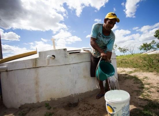 """""""MAIS-ÁGUA-NO-CAMPO""""-Anna-Lorena-fecha-2019-com-mais-de-12-milhões-de-litros-d'água-entregues-às-comunidades-2-551x400 Monteiro é beneficiada através de convênio e é contemplado com 95 cisternas"""