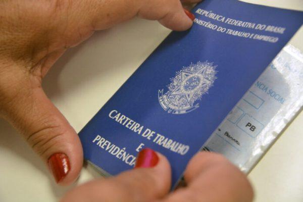 Emprego-Foto-Divulgação-Secom-JP-1-696x464-1-600x400 Sine oferece 12 vagas para costureira em João Pessoa; confira todas as oportunidades