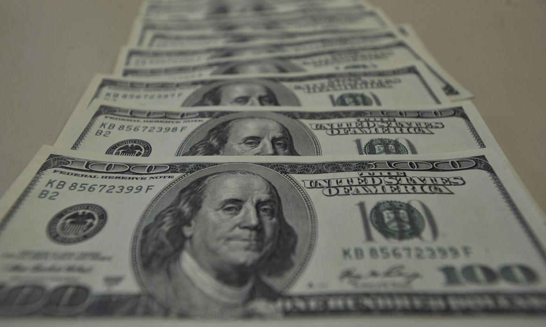 dolar_6 Dólar é cotado a R$ 5, 5597 nesta manhã de segunda-feira
