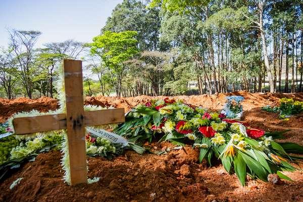 mortes-covid Brasil bate recorde e registra 4.249 mortes por Covid-19 em 24 h