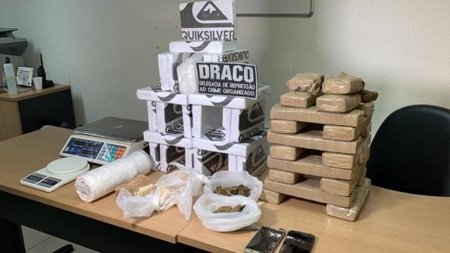 28-kg-de-cocaina Mulher é presa com 28 kg de cocaína guardada dentro de poço na PB