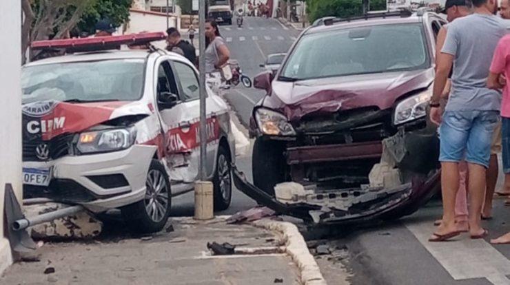 17-22-50-IMG-20210213-WA0281-740x414-1 Carro colide com viatura da Polícia Militar em Boqueirão; apenas danos materiais