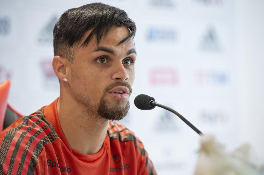51025687697-4d6898010c-k Atlético-GO flerta com Michael e aguarda o aval do Flamengo