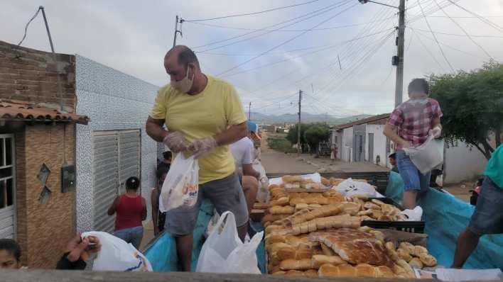 IMG-20210402-WA0061 Projeto Social: realiza mais uma ação com distribuição de pães em Monteiro