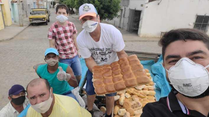IMG-20210402-WA0099 Projeto Social: realiza mais uma ação com distribuição de pães em Monteiro