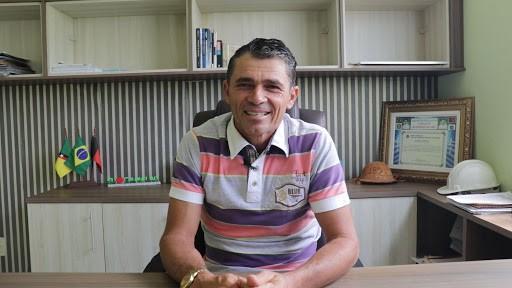 Sandro-prefeito-de-Camalau Em Camalaú: Sandro Môco fica cada vez mais distante do poder