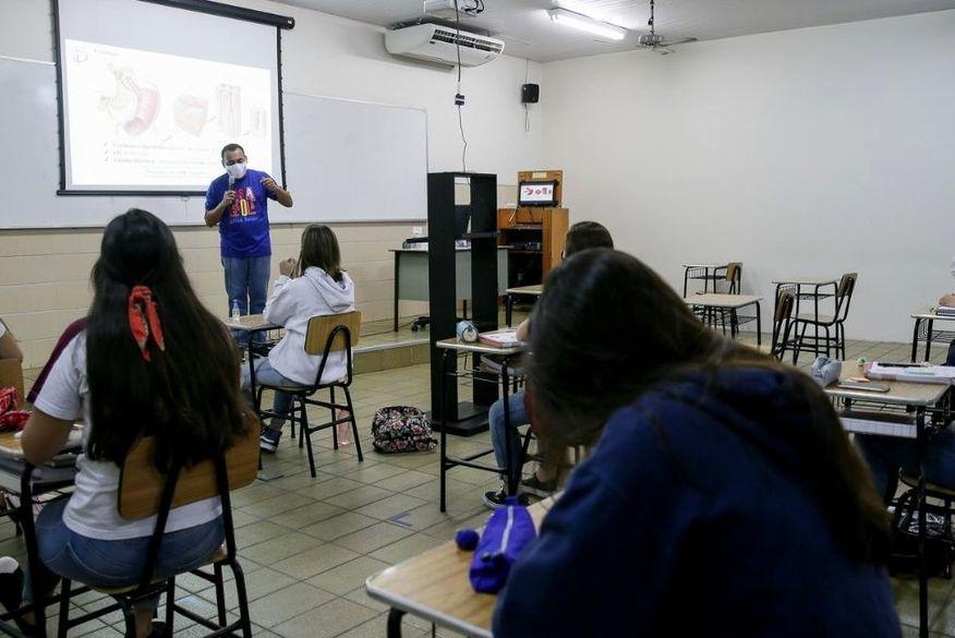 aulas_presenciais Novo decreto de João Pessoa que autoriza retomada de aulas presenciais do Ensino Fundamental II entra em vigor nesta segunda-feira