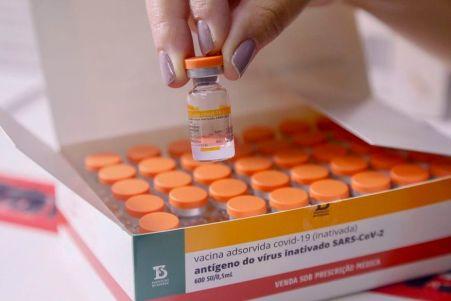 coronavac_butantan Ministério da Saúde reduz em 31% a previsão de entrega de vacinas contra Covid em maio