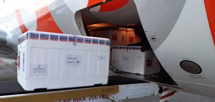 vacina-1-700x332 Previsão de chegada de pouco mais de 100 mil vacinas contra Covid-19 na Paraíba, neste sábado