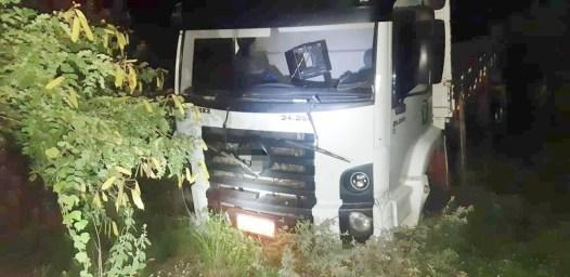 whatsapp-image-2021-04-23-at-08.15.01 Motorista morre após perder controle de caminhão e tombar na BR-110, em Sertânia