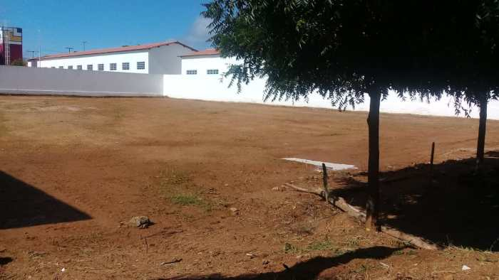 Bairro-Bernardino-Lemos-2-700x394 Secretaria de infraestrutura realiza completa limpeza em terrenos no bairro Bernardino Lemos