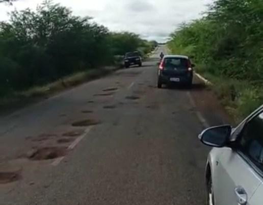 IMG_20210516_222031 Buracos tomam conta da rodovia estadual PB-214, no Cariri
