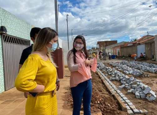 Prefeita-Anna-Lorena-vistoria-obras-de-pavimentacao-em-Monteiro Prefeita Anna Lorena vistoria obras de pavimentação em Monteiro