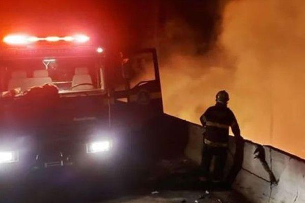caminhoneiro_chamas-599x400 Paraibano morre carbonizado após perder controle e caminhão tombar em rodovia de Minas Gerais