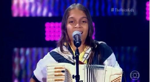 Edu-Lima-Sanfoneiro-conseguiu-virar-as-cadeiras-de-dois-jurados Sanfoneiro mirim, Edu Lima , se apresenta no The Voice Kids, interpretando música da Banda Magníficos