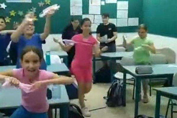 criancas_tiram_mascara_2-599x400 Crianças comemoram em Israel ao poder tirar máscara na escola; país imunizou 60% dos moradores