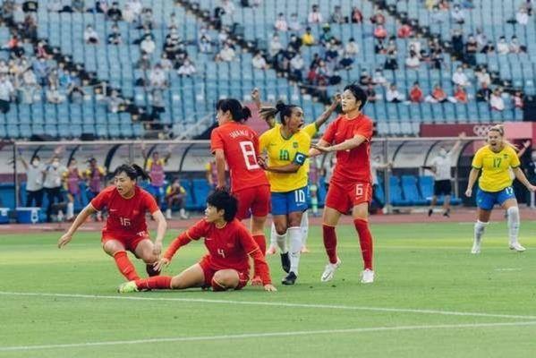 a-capita-marta-comemora-ao-abrir-o-placar-na-vitoria-do-brasil-contra-a-china-na-estreia-da-olimpiada-sam-robles-cbf-599x400 Brasil goleia China na estreia das Olimpíadas de Tóquio