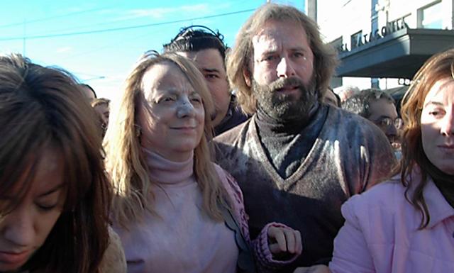El padre Juan Carlos Molina acompañando a Alicia Kirchner en el 2007 - Foto: OPI Santa Cruz
