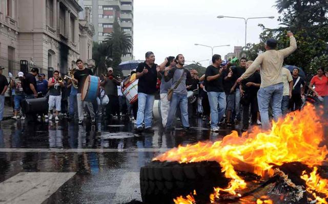 Los reclamos policiales en muchas provincias del país - Foto: Clarín