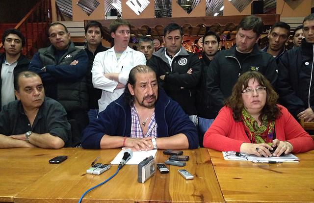 El Diputado Nacional Oscar Martínez en conferencia de prensa - Foto: OPI Santa Cruz/Pablo Torres
