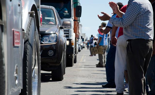 Los manifestantes a la vera de la ruta Nacional Nº3 - Foto: OPI Santa Cruz/Daniel Bustos