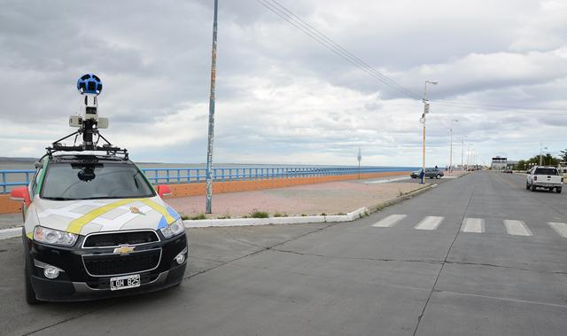 El vehículo de Google  Street View en la costanera de Río Gallegos - Foto: OPI Santa Cruz/Francisco Muñoz